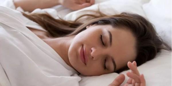 芳香世家:彻夜未眠?助眠精油喷雾让你睡到迎接晨光!